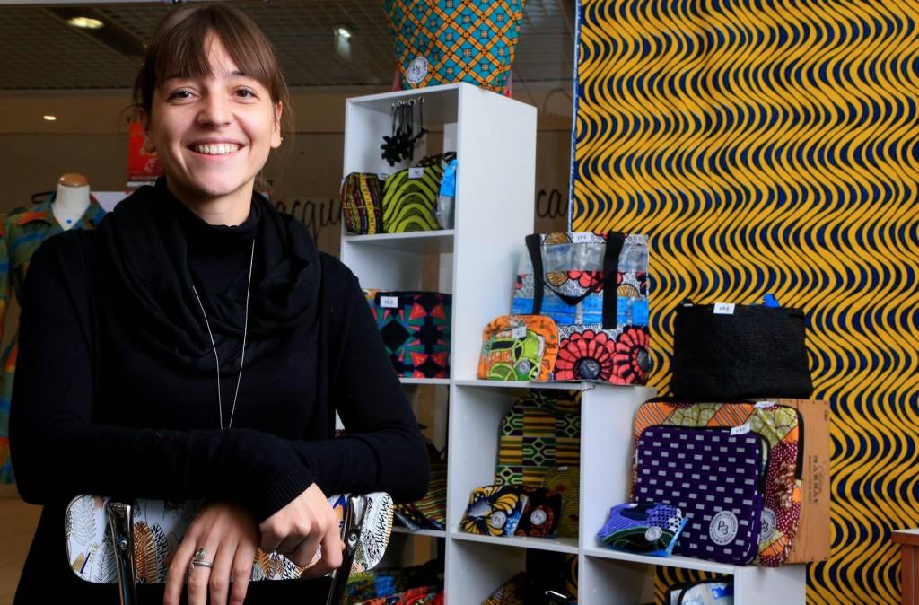 portrait de Gaëlle Nougarede, dans sa boutique solidaire du centre st jacques de metz