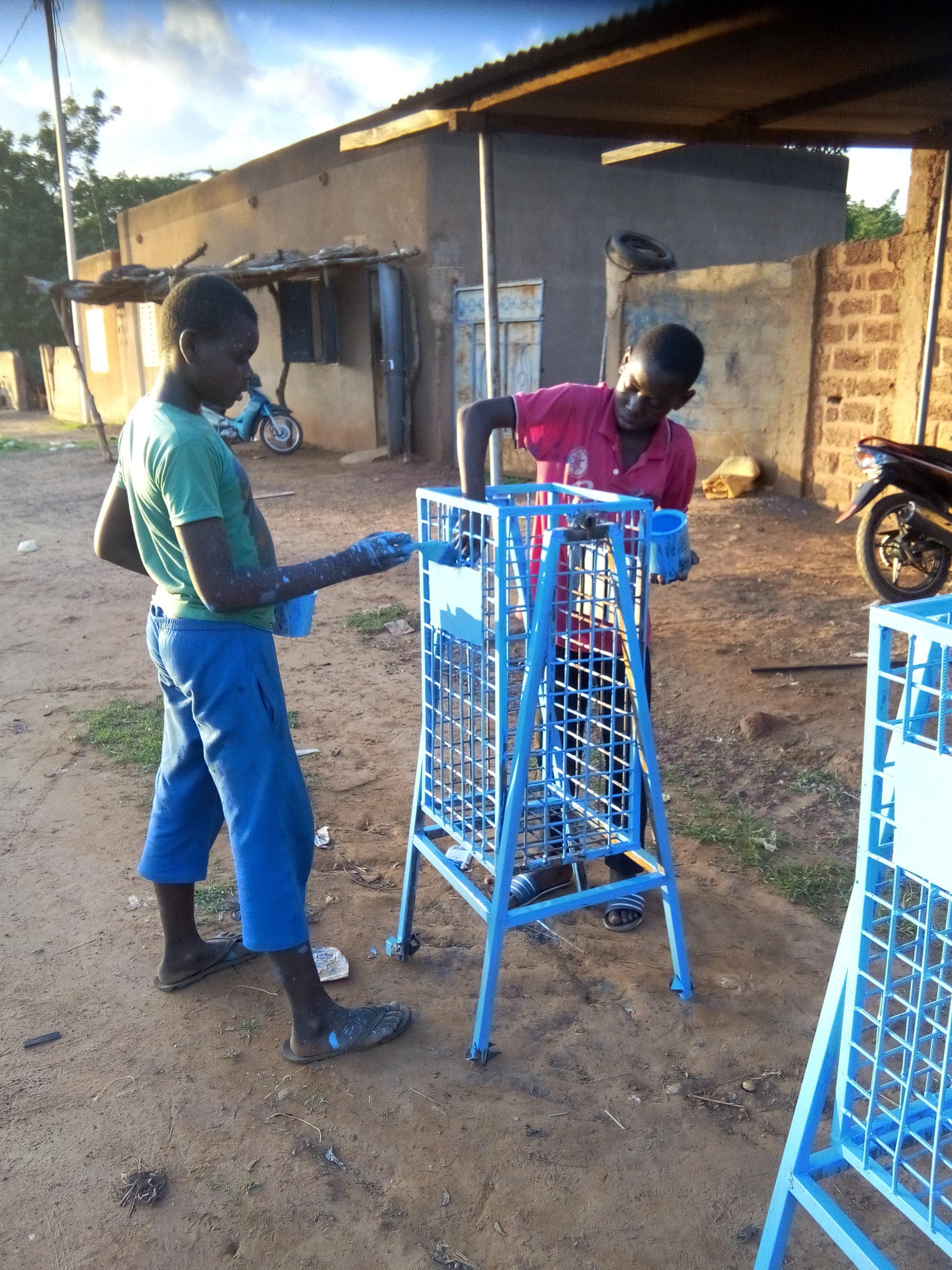 Fabrication des Poubelles à eau